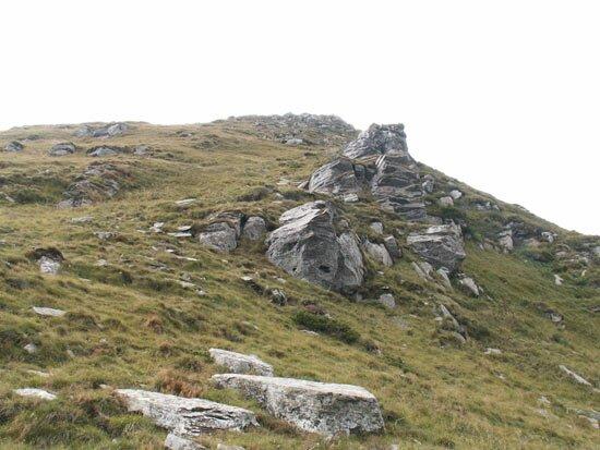 Скалы на склонах Петроса