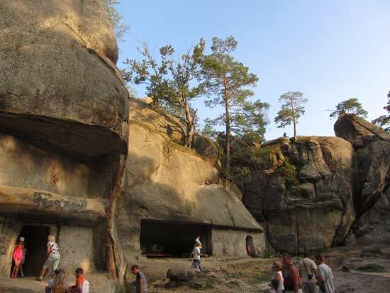 Скалы Довбуша Пещеры